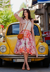 Viktoriya Sener - Front Row Shop Duster Coat, Zara Cream Blouse, Chicwish Midi Skirt, Vintage Bag, Zara Pumps - RETRO CAR