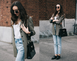 Bea G - Blazer, Tee, Jeans, Shoes, Bag - Old Stories