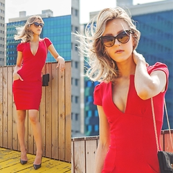 Anna Belle -  - The perfect red dress