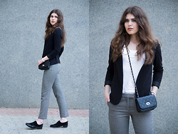 Diana Ior - H&M Trousers, H&M Blazer, Zara Oxfords, Terranova Tee, New Yorker Bag - Away