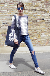 Ella Catliff - Petit Bateau T Shirt, A.P.C. Bag, Ag Jeans, & Other Stories X Vans Sneakers - Breton Striped T: Casual