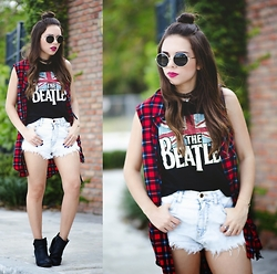 Daniela Ramirez - Forever 21 Top - The beatles...