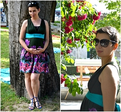 Miss Dee STyle - Desigual Summer Flower Printed Dress, Zara Black And Blue Suede Gladiator Sandals - Dressing THE Bump