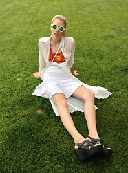 Noir Girl - Bcbg White Lace Skirt, Gucci Cross Body, Born Footwear Wedged Sandal, Love & White Tunic - Cannes we go soon?