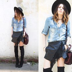 Manona Che -  - Denim, fringe and over-the-knee