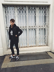 Kevin Elezaj - New Balance Sneakers, H&M Jeans, H&M Jacket, Adidas Sweater, Giant Vintage Glasses - Vienna Walks