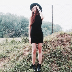 Brenda Tok - Stylenanda Hat, Bodycon Dress, Black Buckle Boots - Exporing nature