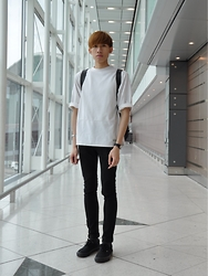Tyler Hei - H&M Skinny Jeans, Vans All Black, Trytotalk One Size Tee - Another B & W