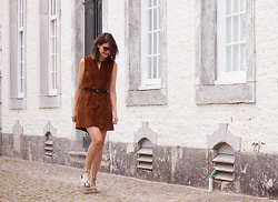 Carmen Launspach - Vince Sandals, Hallhuber Suede Dress - Back in time