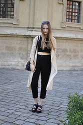 Alina Reinisch - Forever 21 Trench Coat, Mango Bag, Urban Outfitters Pants - A TOUCH OF CAMEL