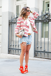 Paula Ordovás - River Island Jacket, Zara Camisa, Aquazzura Sandals, Chloé Bolso, A Little Party Store Shorts, Swarovski Pulsera, Ray Ban Sunnies - AQUAZZURA SANDALS