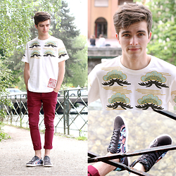 "Matthias C. - Burgundy Skinny Jeans, La Halle X Jeremy Ville Psychedelic Sneakers, Uniqlo Japanese Patterned T)Shirt - ""Kabuki"""