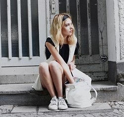 Ebba Zingmark - Forever 21 Bag, Forever 21 Vest, Adidas Sneakers - Monday morning