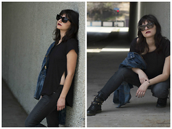 Frankie Clarke - Lna Top, Jeans, See By Chloé Boots, Céline Sunglasses - Take it or leave it