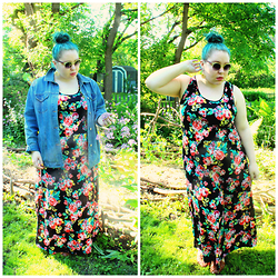 Bridie D. - Wet Seal Maxi, Modcloth Sunnies, Clark's Sandals - OLD LADY'S COUCH