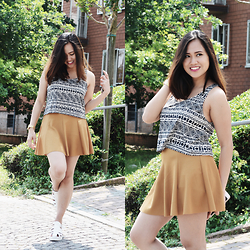 Fae Maaliw - Brandy Melville Usa Top, Brandy Melville Usa Skirt, Subdued Chunky Sandals - Ways To Mix & Match Colours