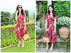 Lisa Valerie Morgan - Gucci Sunglasses, Shareen Vintage Dress, Chanel Bag, Jimmy Choo Sandals - Vintage Floral in Florence