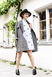 Esra E. - Topshop Salt&Pepper Trenchcoat, Zara Neopren Eyes Print Dress, Zara Crocodile Loafers - Eyes dress
