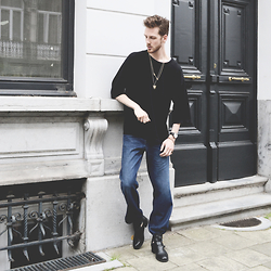 Martin Bonke - Asos Oversized Tee, Sacha Shoes Gold Jewelry, Klasse14 Volare Watch, Forever Faded Jeans Denim, Sacha Shoes Cut Out Boots - Forever Faded.