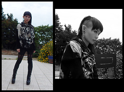Nowaki Selenocosmia - Tiger Sweater, Black Goth Legging, Black Boots, Crazy Factory 12mm Tunnel - Sauvage