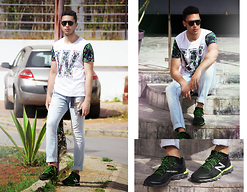 Spoke STYLE - Zara T Shirt, Zara Jeans, New Balance Sneakers, Carerra Eyewear - TROPICAL WEAR