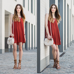 Lisa Fiege - H&M Dress, Forever 21 Sandals, Jumeirah Bag, Triwa Sunglasses - Firestone