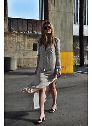 Kirby C - Free People Dress, Gucci Shoes, Ray Ban Sunglasses - 13.