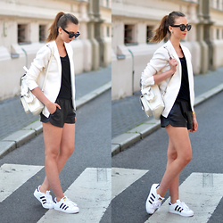 Barbora Ondrackova - Saint Laurent Blazer - SPORTY SUNDAY