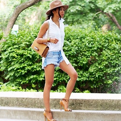 That Girl Gick - Zara Denim Shorts, Valentino Bag - Camel Zone