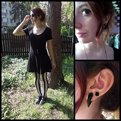 Shira Elizabeth - Forever 21 Black Dress, H&M Striped Tights, Deichmann Black Leather Shoes, Notting Hill Round Sunglasess, Ebay Spider Earring, Fantasyobchod.Cz Key Pendant - Witchy stripes