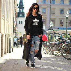Louise Xin - Adidas Top, Style Moi Black Long Trenchcoat, Nike Air Max Thea, Style Moi Ripped Boyfriend Jeans - Nike air max Thea