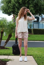 Summer R - Zara Lace Top, Zara Lace Embroidered Shorts, Urban Outfitters Rucksack - Stan Smiths