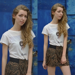 Alba Granda - Zara White Tee, Stradivarius Skirt, H&M Golden Earring - Animal print