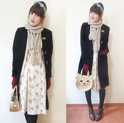 Lilian Larrañaga - Pepaloves Kitty Bag, Forever 21 Headband, Riachuelo Coat, Renner Gloves, Lupo Tights, Renner Boots - Cold Day