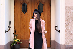Paz Halabi Rodriguez - H&M Bowler, Basement Crop Top, Vintage Oversized Pink Coat, Pencil Midi Skirt, Topshop Bag - Twist pink