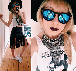 Joicy Muniz - H&M Hat, Love.D Sunglasses, Brandy Melville Usa Top, Urban Outfitters Necklace, Style Moi Skirt, H&M Sneakers - Mirror!