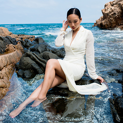 Fiveftwo - Vlabel London Dress - Crystal Clear Waters