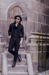 Sorin Marculescu - New Yorker Black Hat, Meli Melo Paris Silver Collar Necklace, Zara Black Scarf, H&M Black Jumpsuit, New Yorker Black Boots, Meli Melo Paris Silver Ring - All black in Brașov