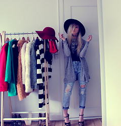 Joicy Muniz - H&M Hat, Style Moi Choker, Urban Outfitters Necklace, H&M Cardigan, H&M Top, Style Moi Jeans, Camminare Shoes - Destroyed Jeans