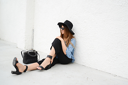 Jans Purple Headline - Forever 21 Black Hat, Ray Ban Sunglasses - Black and Denim