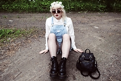 Thelma Malna - Winkie Flower Headband, H&M Round Sunglasses, Only Blouse, Seppälä Denim Dungarees, Ebay Fishnet Tights, Dr. Martens Jadon Boots - BLOUSE & DENIM DUNGAREES