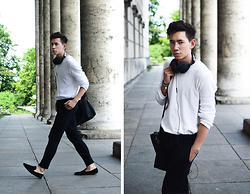 Frank Lin - Zara, Drykorn Black Pants, House Of Hounds Black Loafers - Black and White. / instagram: frank_lin_de