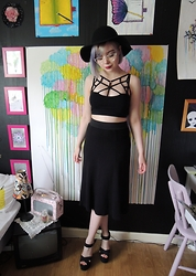 Emmy - H&M Hat, Sheinside Top - I ran away but now I'm back.