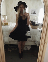 Amelia Burns - Forever 21 Floppy Hat, Marc By Jacobs Bag, Steve Madden Sandals - Derby Chic