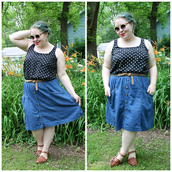 Bridie D. - Forever 21 Top, Clarks Sandals, Modcloth Sunnies - PROPER TWIST