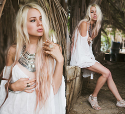 Sarah Loven - Pylo Tunic, Free People Necklace, Heart Majestic Hand Chain, Oceanne Jewelry Quartz Ring - Jungle Hideaway