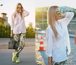 Kseniya Celikdelen - Gap Shirt, Exmode Boots, Beymen Bag - MORE GREEN