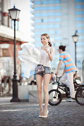 Tini Tani - H&M Top, Zara Heels, Love Republic Shorts - Bicycle