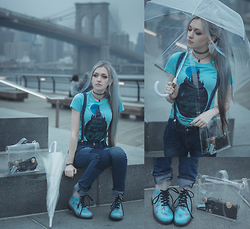 Anya Anti - Suspenders Boyfriend Jeans, The Wizard Of Oz Tee, Transparent Bag, Jelly Transparent Boots - Transparent parent