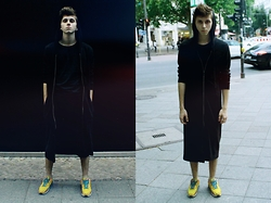 Tomasz Dąbrowski - H&M Blouse, H&M Air Max - Black total look